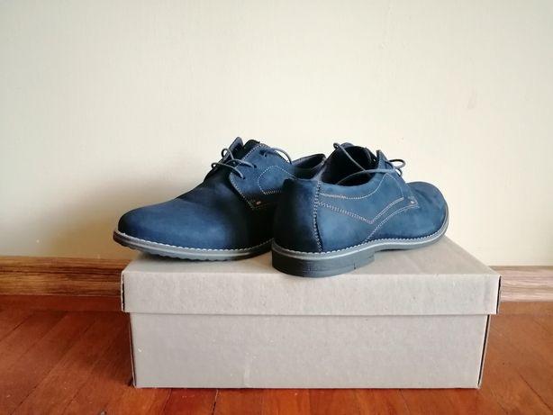 Pantofi sport.       .