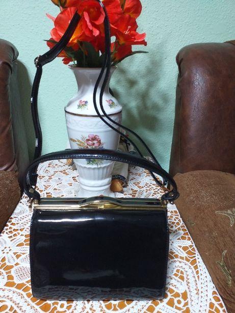 vind geanta neagra lac,dizain frumos,eleganta
