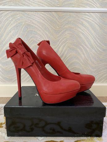 Продам туфли Basconi 39 размера