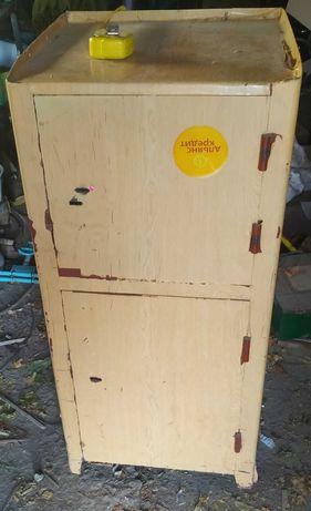Железный сейф, два отсека