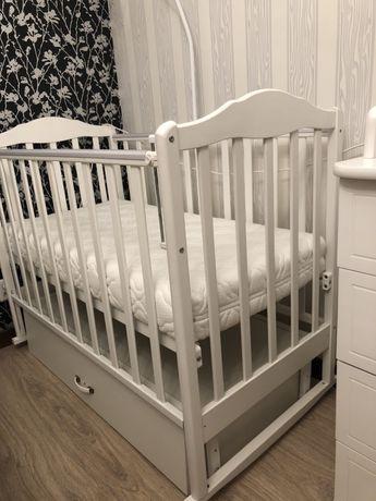 Продам детскую кровать маятник с ортопидечиским матрасом!