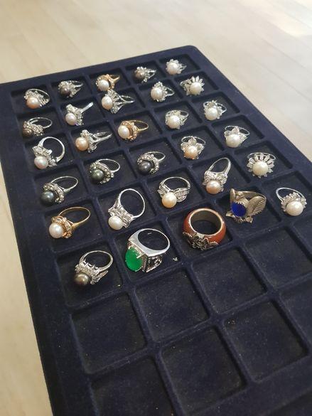 Пръстени със скъпоценни камъни и перли - различни модели