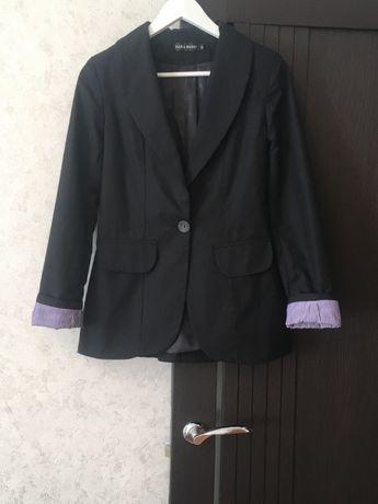 Черный пиджак на подкладе