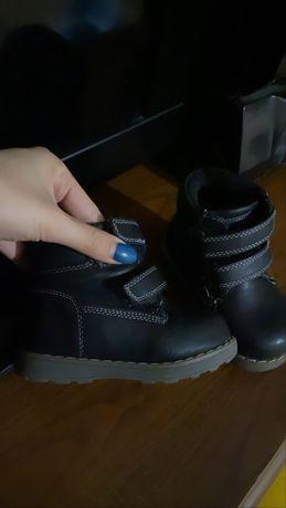 Демисезонная обувь без меха на осень и весну 20-го размера.
