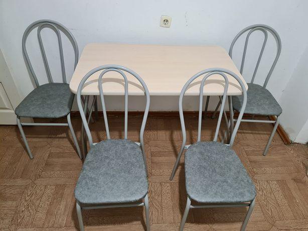 Продается комплект стол и 4 стула новые