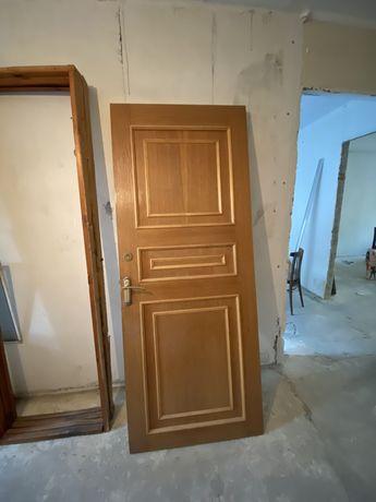 Продам двери штук по 5000 тг хорошие дервяные двери отличного качество
