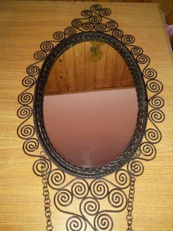 Vând oglindă din fier forjat, vintage, model deosebit,