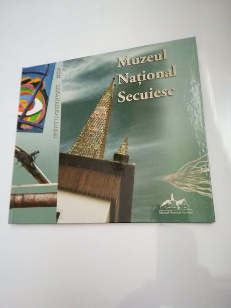 Carte muzeu educativ