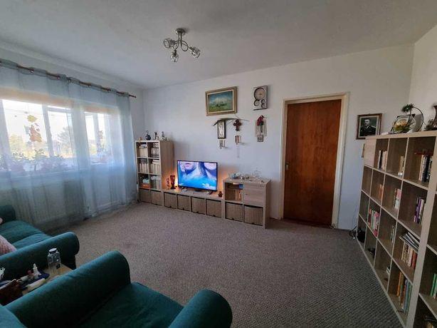 Apartament 4 camere de vanzare, zona Nord Cameliei