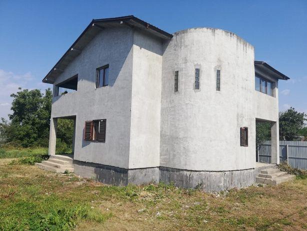 Casa de vanzare - zona Parc Petresti