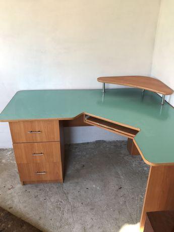 Срочно компьютерный стол.