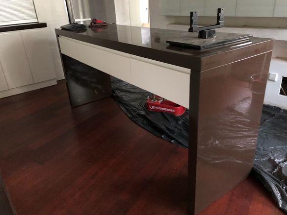 Кухненски барплот с разтегаема маса и две чекмеджета