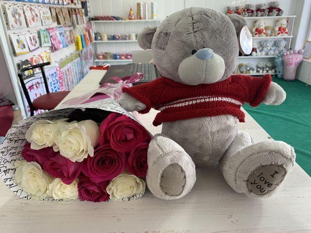 Цветы, шары и мишки в одном магазине