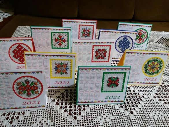 Бродирани картички и календари
