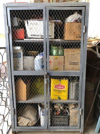 Железный шкаф прочный.