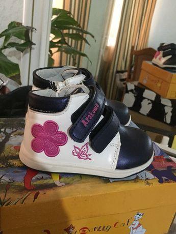 Новые осенние- весенние ботинки для девочки