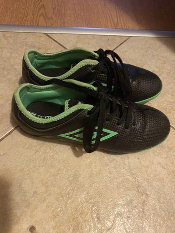 Футболни обувки umbro 37