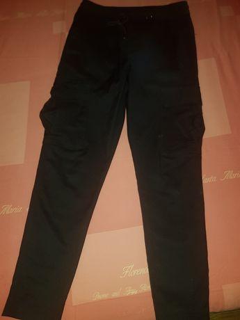 Pantaloni cargo zara mărimea S