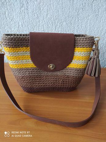 Плетена чанта в свежи цветове