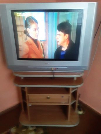 Продам телевизор LG и тумбочку.
