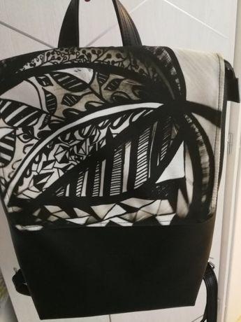 Дамска кожена раница с абстрактен принт
