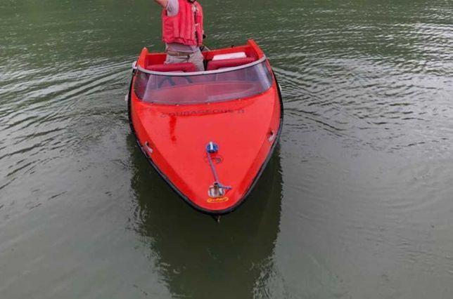 Barcă cu motor electric si peridoc