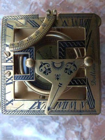 компас със слънчев часовник,шлем,вечен календар,далекоглед