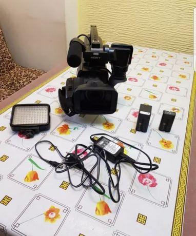 Продам профессиональную видеокамеру