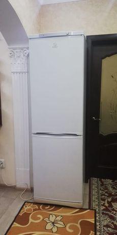 Продам 2-камерный холодильник INDESIT. Могу доставить