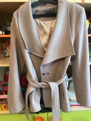 Продам женское пальто размер 44-46
