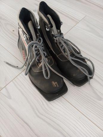 Новая лыжная обувь.