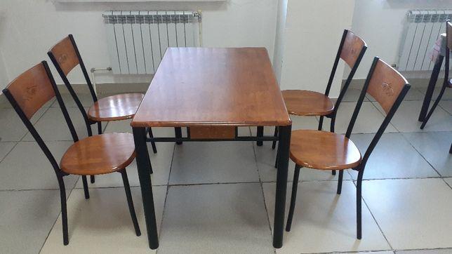 Продается, кухонный стол с 4 стульями за 45 000 тг
