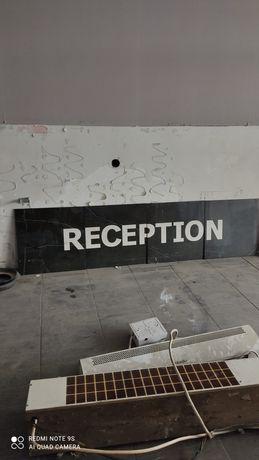 Надпись reception на керамограните
