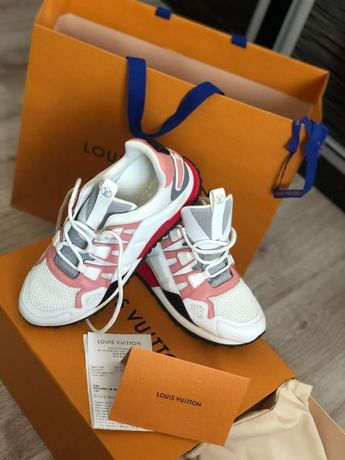 Adidasi Dama Louis Vuitton Marimea 38 / Noi / Acte