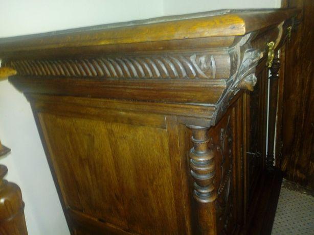 Comoda antica Florentina sculptata lemn