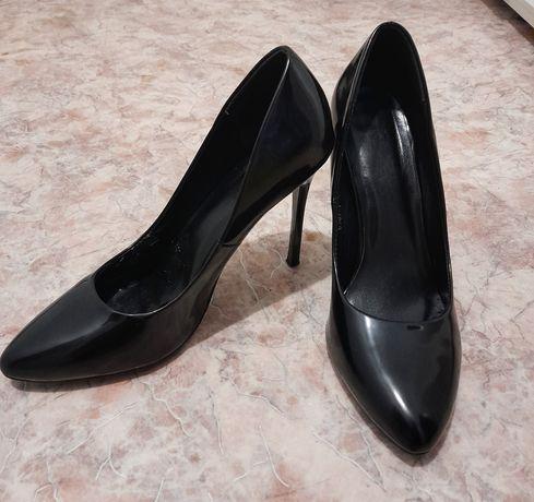 Продам туфли (лакированные)