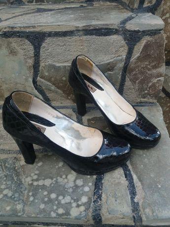 Vand pantofi piele negri