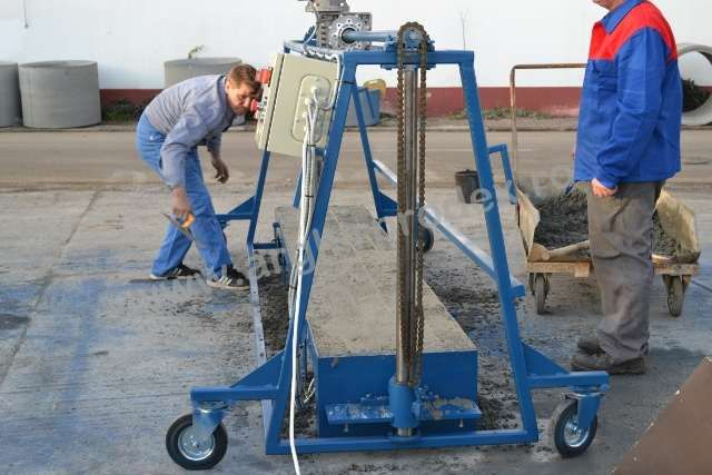 Masina Mobila pentru Stalpi din Beton - LONGIS
