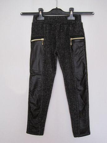 Ново панталонче с апликации и ципчета