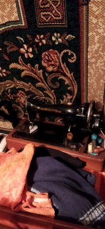 Продам две швейные машинки