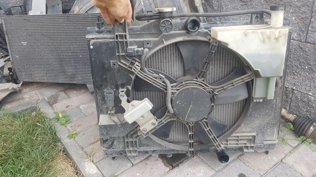 Dezmembrez nissan tiida interior bej planetara radiator motor