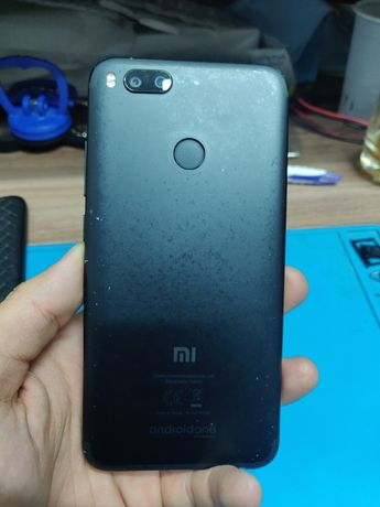Срочно продам 2 телефона Xiaomi mi A1 64 gb