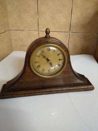 Ceas vechi din lemn , cu baterie