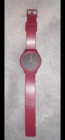 Елегантен часовник цвят бордо