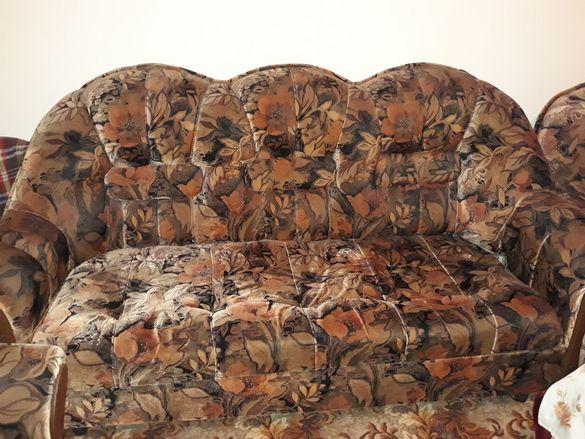 Една тройка, два фотьойла и две табуретки