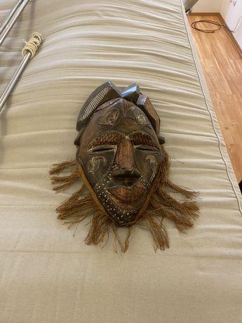 Masca lemn-obiect colectie