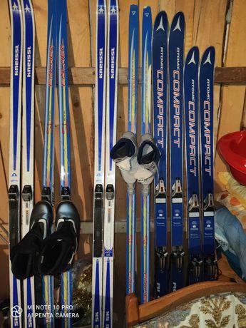 Șase perechi ski-uri