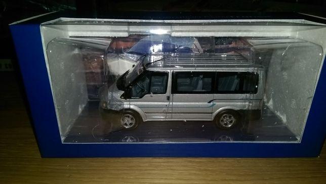 se vinde macheta ford transit minichamps