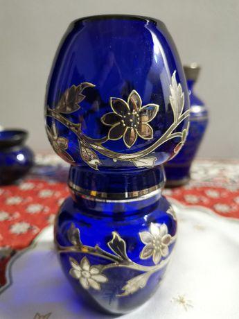 Vază veche de sticlă albastru cobalt vintage cu decor argint