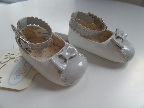 Pantofi NOI Mayoral New Born, alb cu gri, marime 17